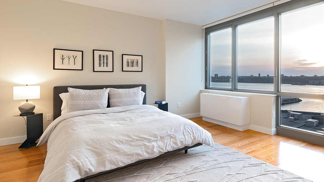 The max 606 w 57th st bedroom